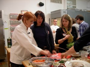 Chef Rebecca Reilly Aids Students